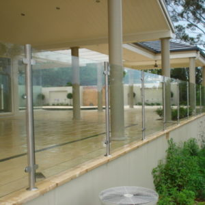 10mm toughened glass