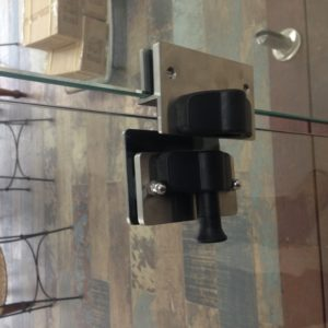 Fitting with magnetic latch