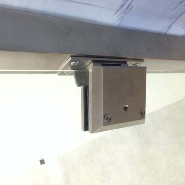 Post mounted hydraulic hinges