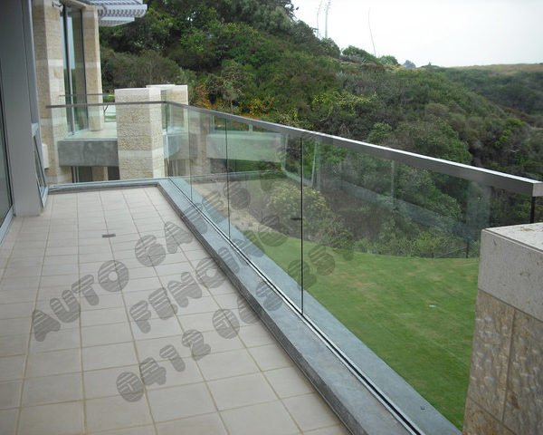 Square handrail with channel